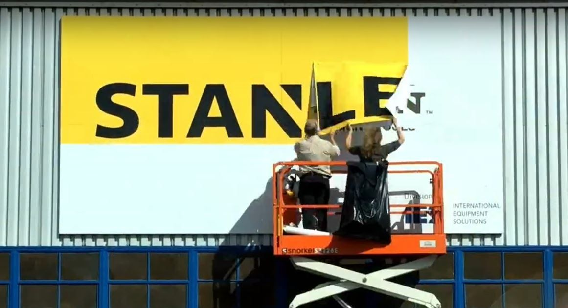 Updating a large sign