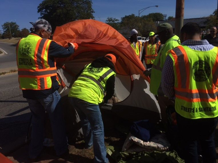 City removing tents that homeless had set up near Uptown viaducts