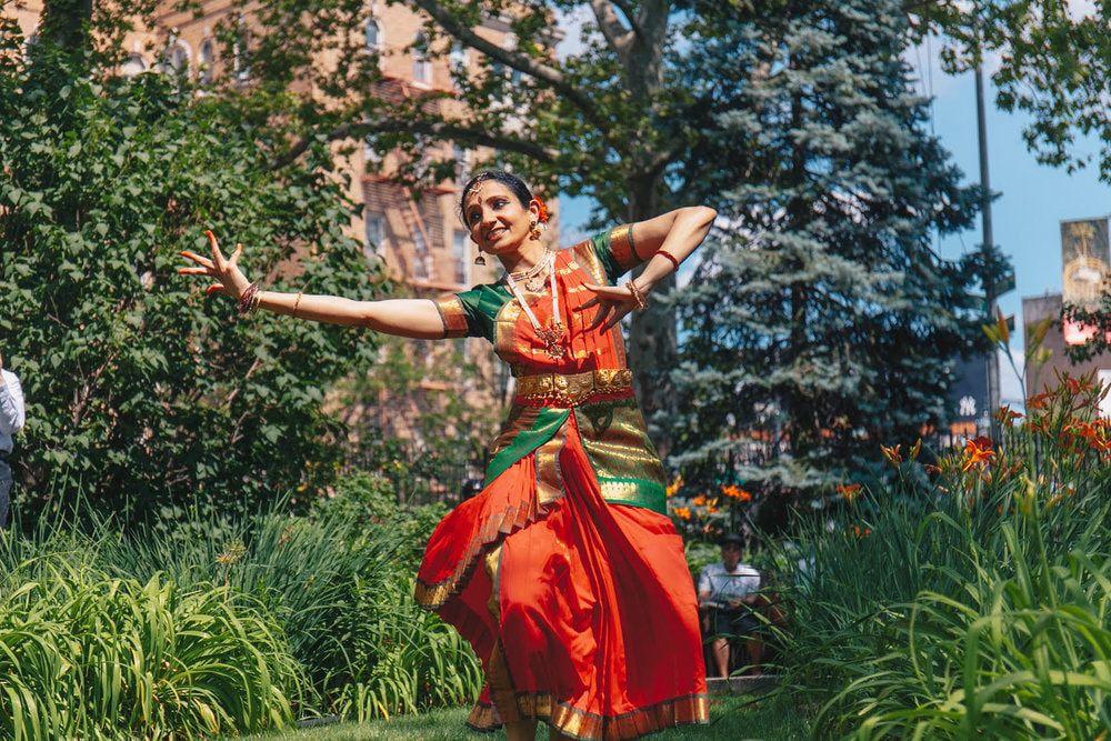 Bharatanatyam: The Classic Indian Dance: A Demonstration