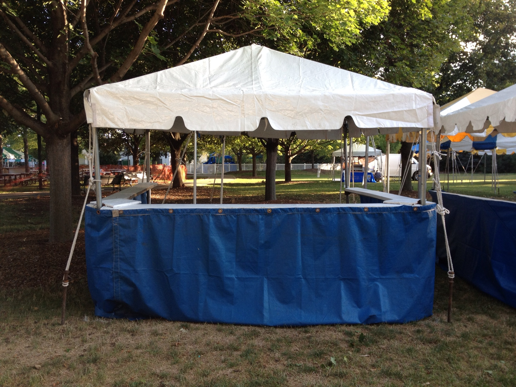 Tent w/ Ledges (Closed to Aisle)