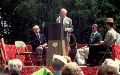 Leon Andrus speaking at Arboretum Founding