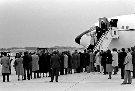 1981: Iran released U.S. hostages.
