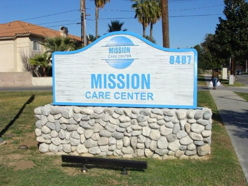 M6470 - Sandblasted HDU Sign Mounted on Top of Rock Monument Base