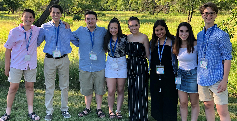 KU Hillel students enjoy informal Jewish educational experiences