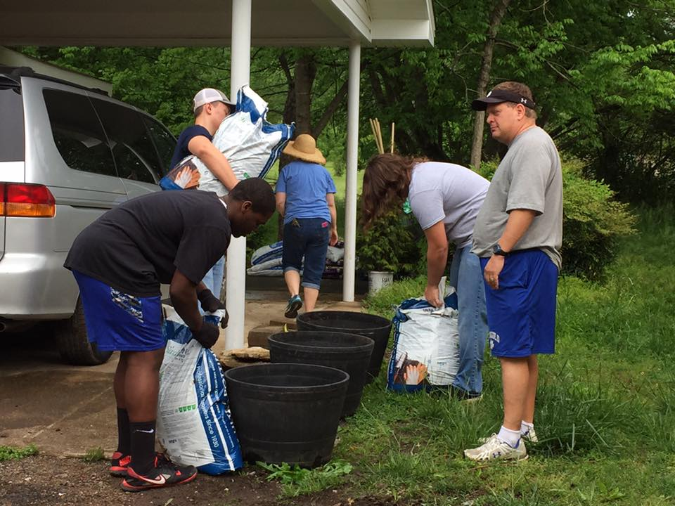 Ringgold High Football Team Helps Out at Habitat Home