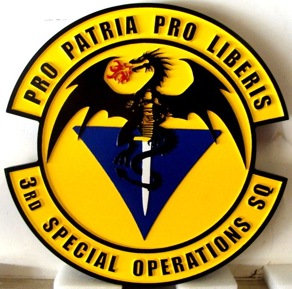 """LP-3800 - Carved Round Plaque of the Crest of the 3rd Special Operations Squadron """"Pro patria pro liberis"""", Artist Painted"""
