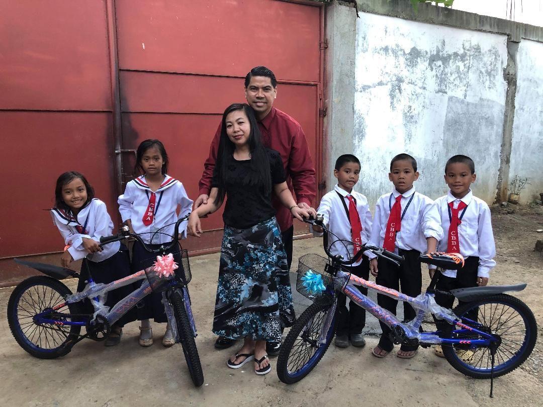 Hunters with children & bikes