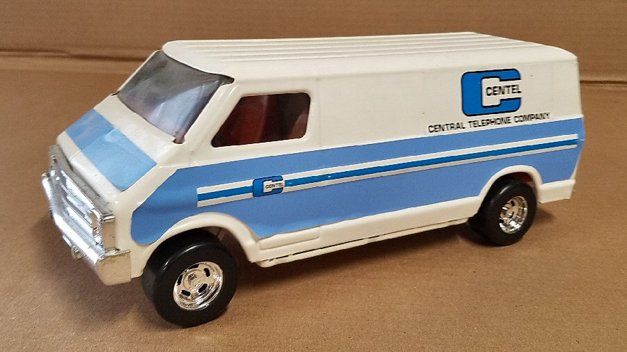 Ertl Large 1/18 Scale Metal Dodge Van - White & Blue