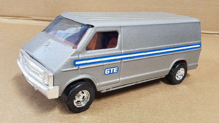 Ertl Large 1/18 Scale Metal Dodge Van - Gray (GTE)