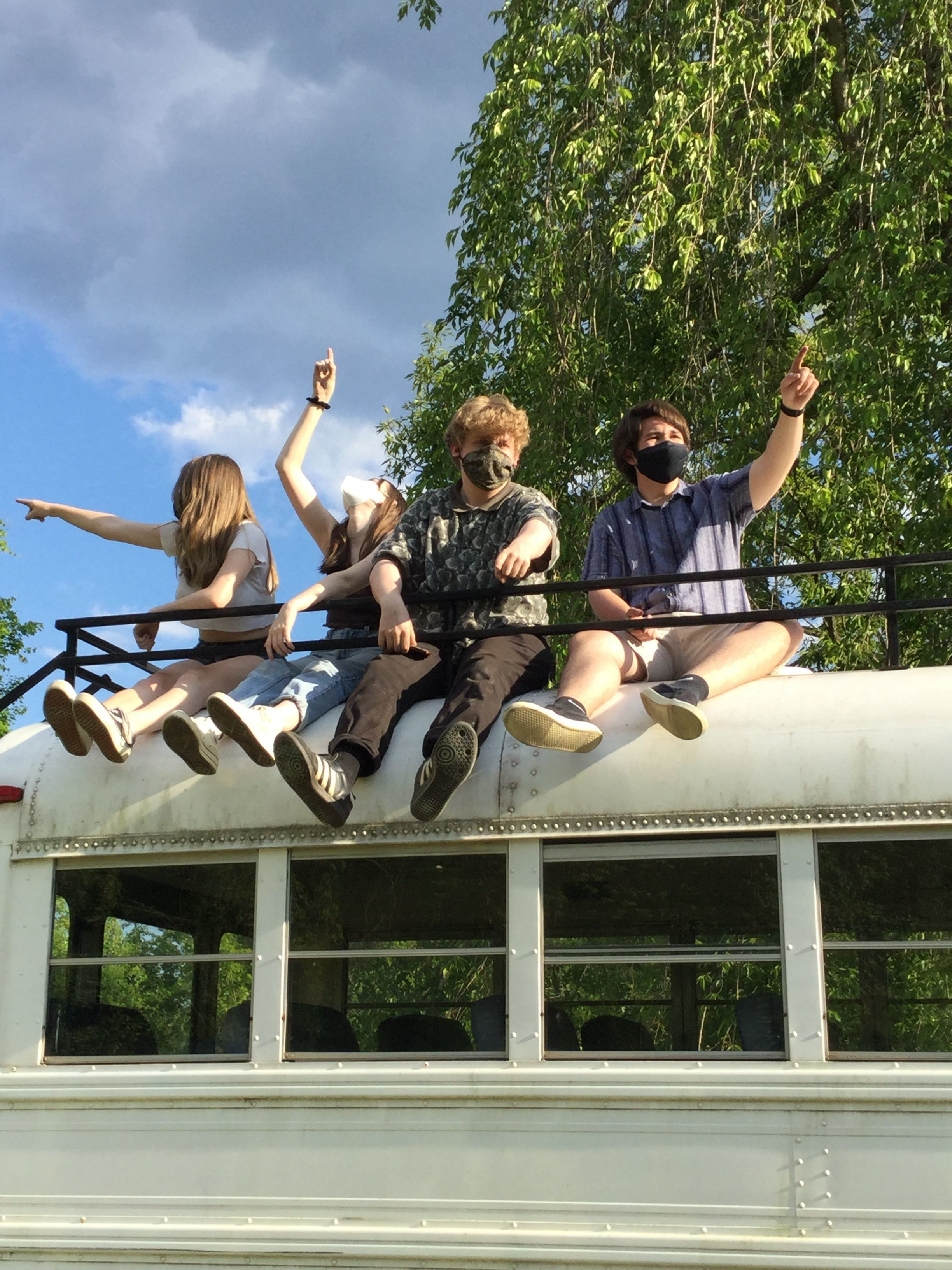 4 YFs sit atop a bus looking and pointing in 4 different directions