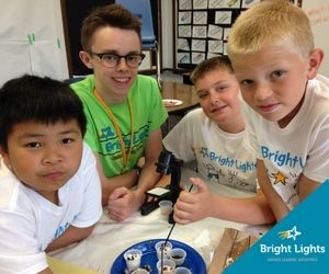 Be a Bright Lights Classroom Assistant