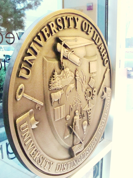 M7165 - Edge View of Brass Wall Plaque for University of Idaho