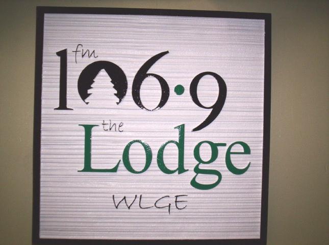 "SA28593 - Sign for ""106.9 Lodge"" Radio Station with Radio Frequency"