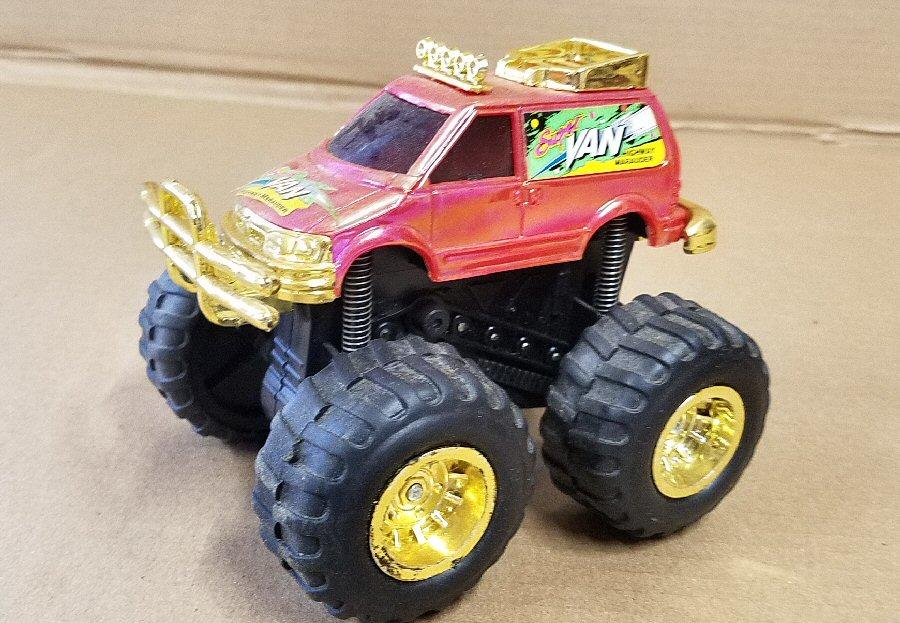 Plastic Pull-back 4x4 Dodge Van - Red
