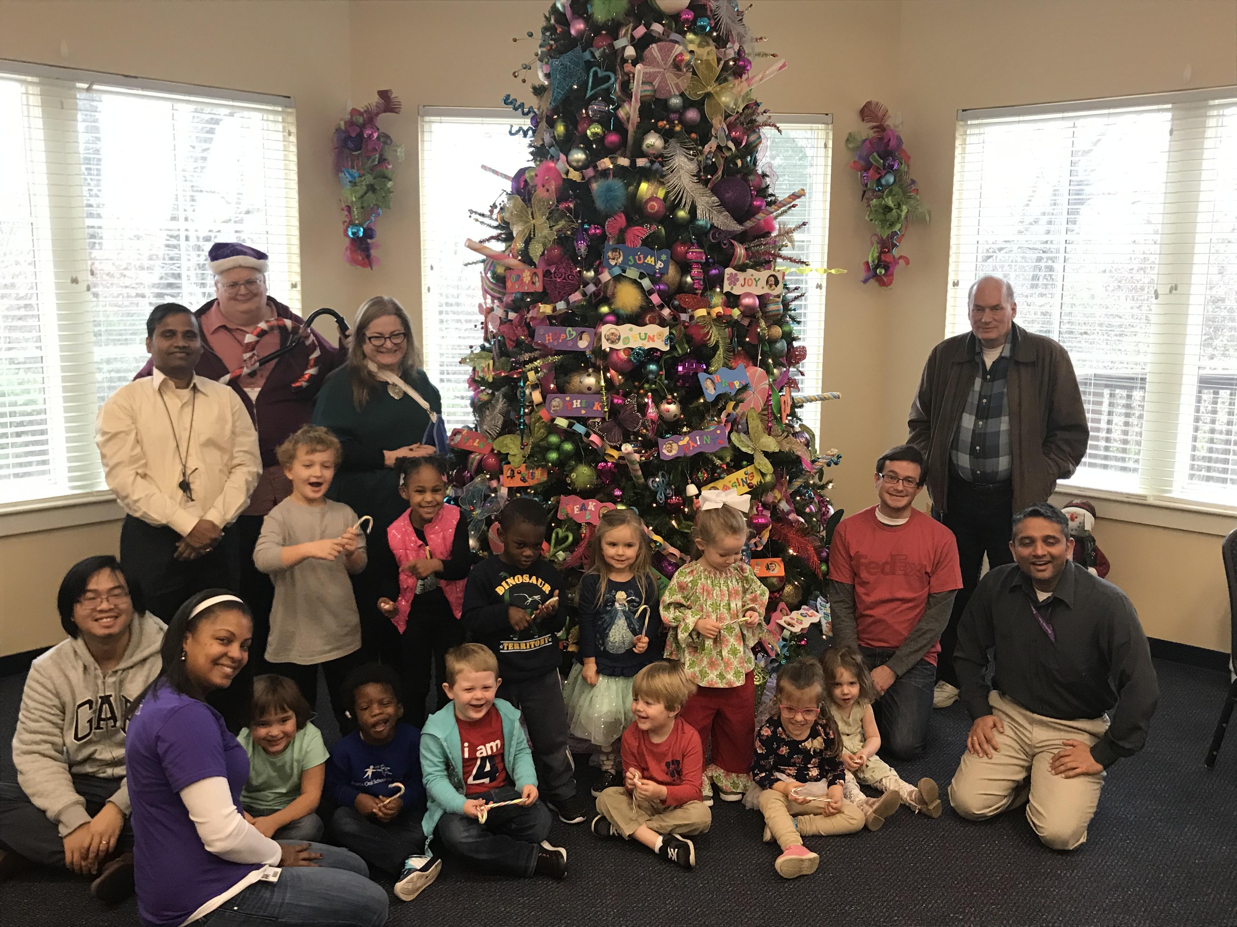 FedEx Volunteers Spread Holiday Cheer