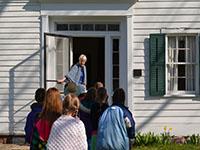 School group entering the Bristol Inn