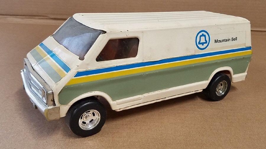 Ertl Large 1/18 Scale Metal Dodge Van - White (Mountain Bell)