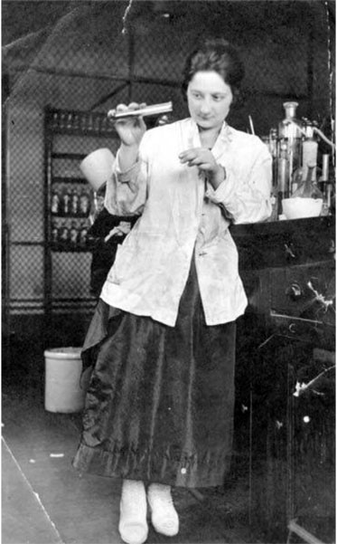 Belle Kracower Secord working in UW chemistry lab c1909