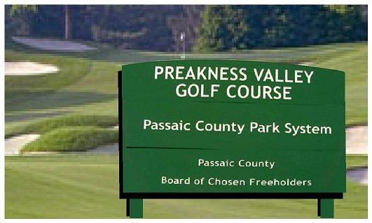 E14141 - Public Golf Course Wooden Entrance Sign