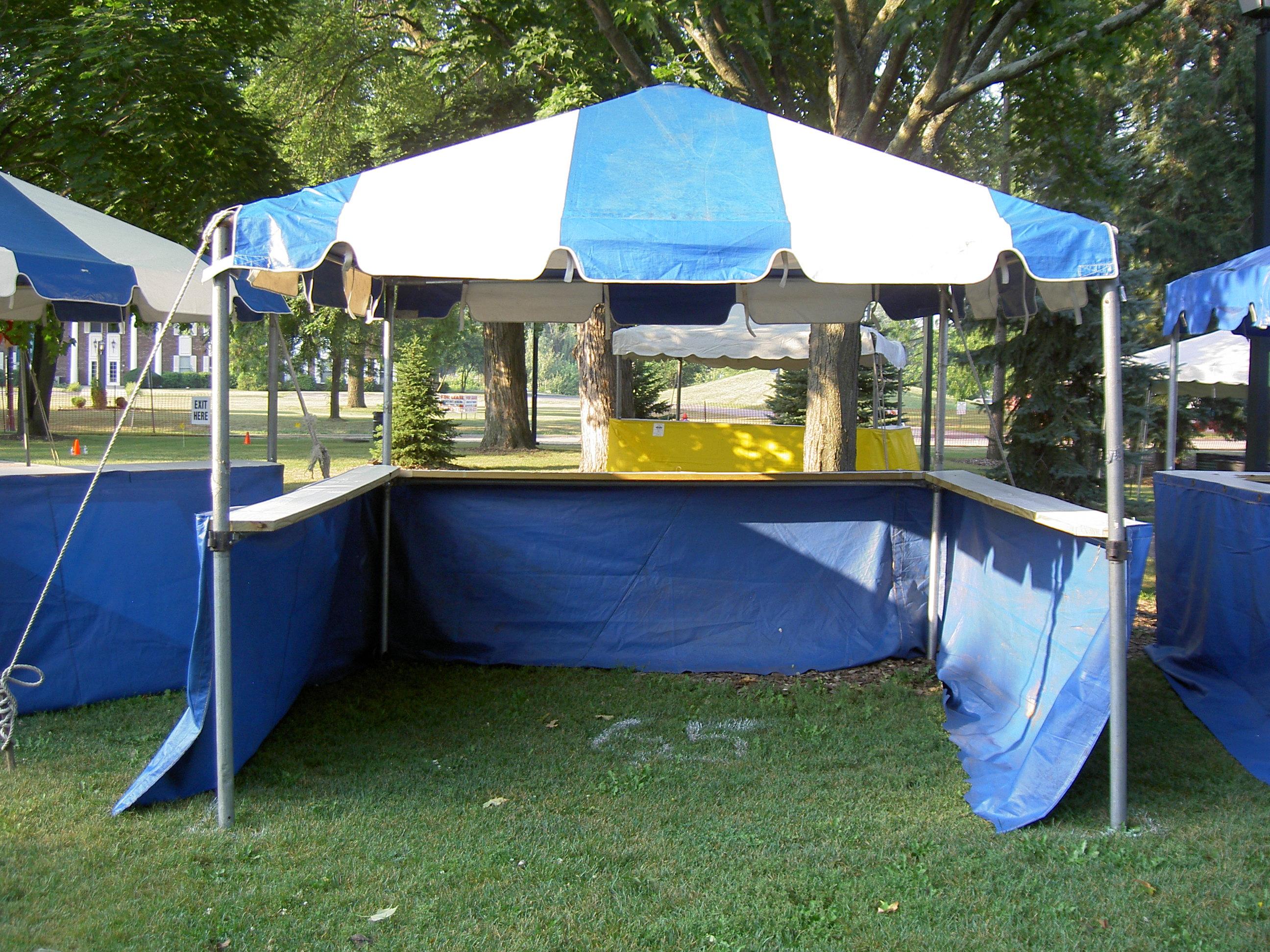 Tent w/ Ledges (Open to Aisle)
