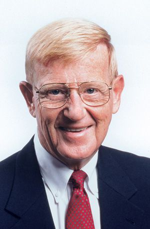Renowned Coach Lou Holtz to Speak at June 29 Retirement Expo to Benefit DuPage Foundation