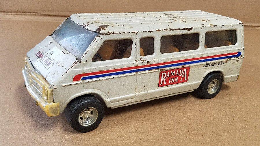 Ertl Large 1/18 Scale Metal Dodge Van - White (Ramada)