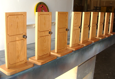 SB28974 - Point of Sale (POS) Wood Plaques on Stand, in Chinese language