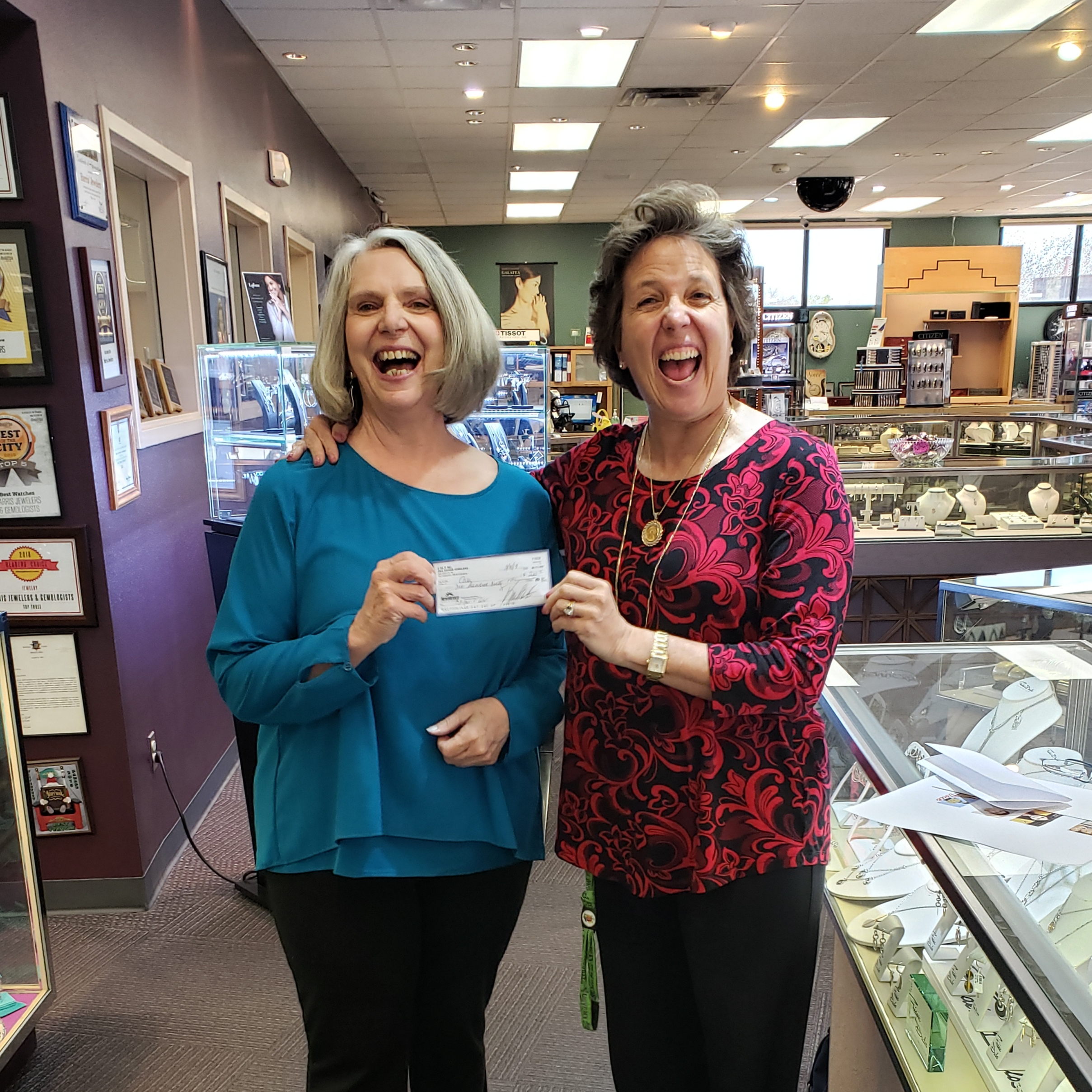 Harris Jewelers Collects Tips for CASA!