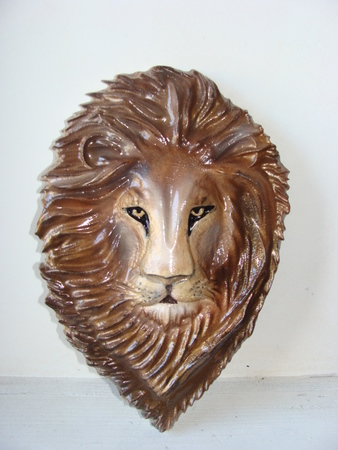 M2092 - Closeup of Carved 3D African Lion's Head