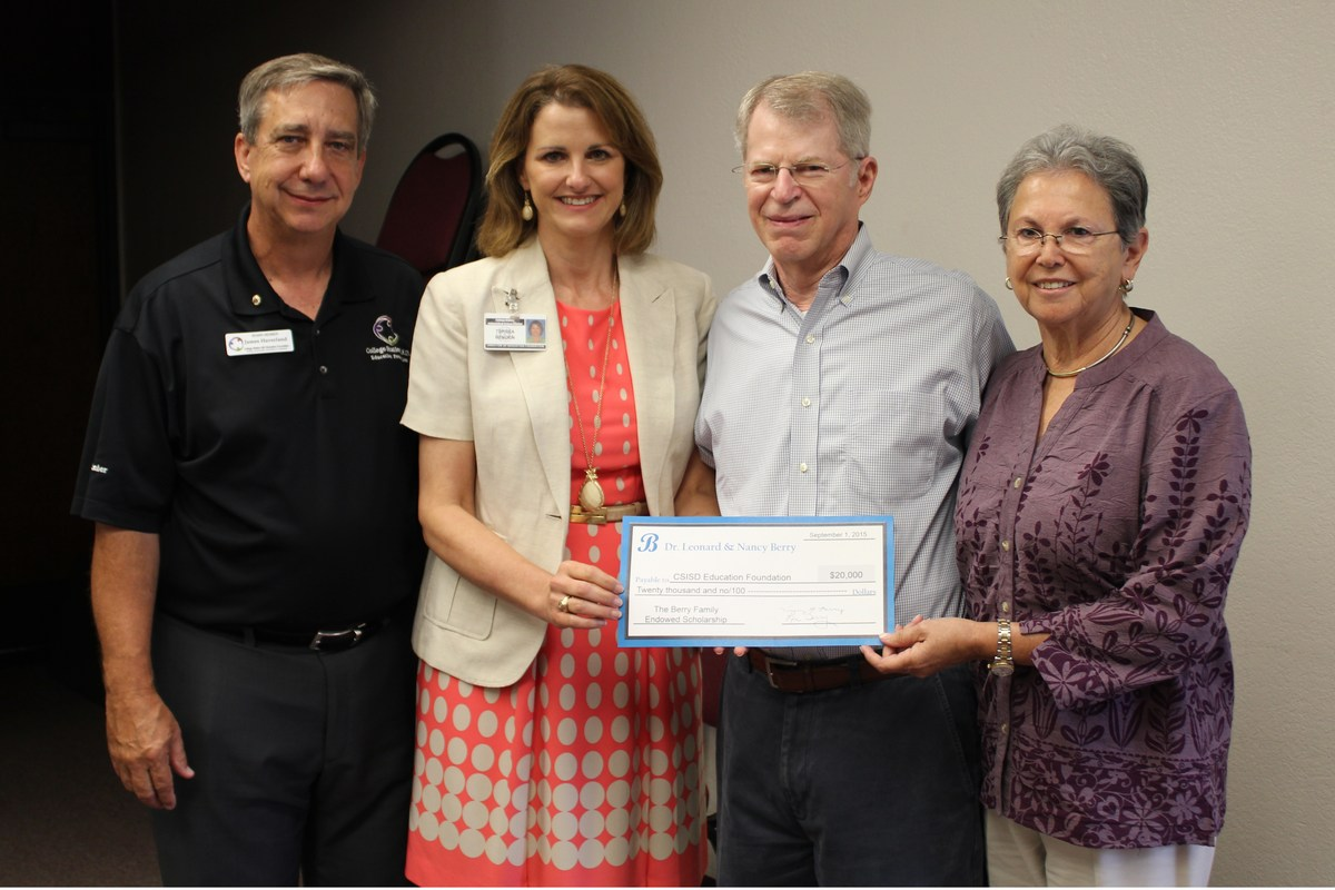 Dr. Leonard & Mayor Nancy Berry Endow Scholarship with Foundation
