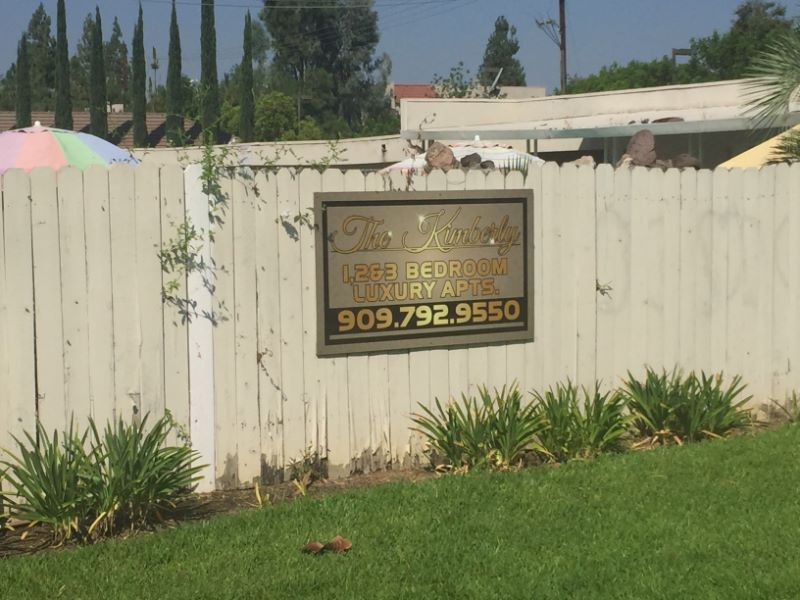 Fence Signs for Apartments