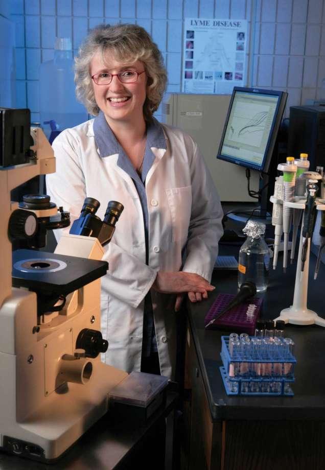Dr. Eva Sapi Receives Courage in Research Award