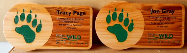 G16340 - Recognition Plaque for Project Wild Facilitator of the Year, Bear Pawprint