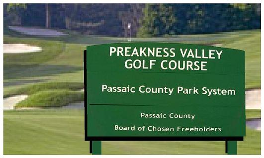 E14141 - Public Golf Course Wooden Entrance Sign