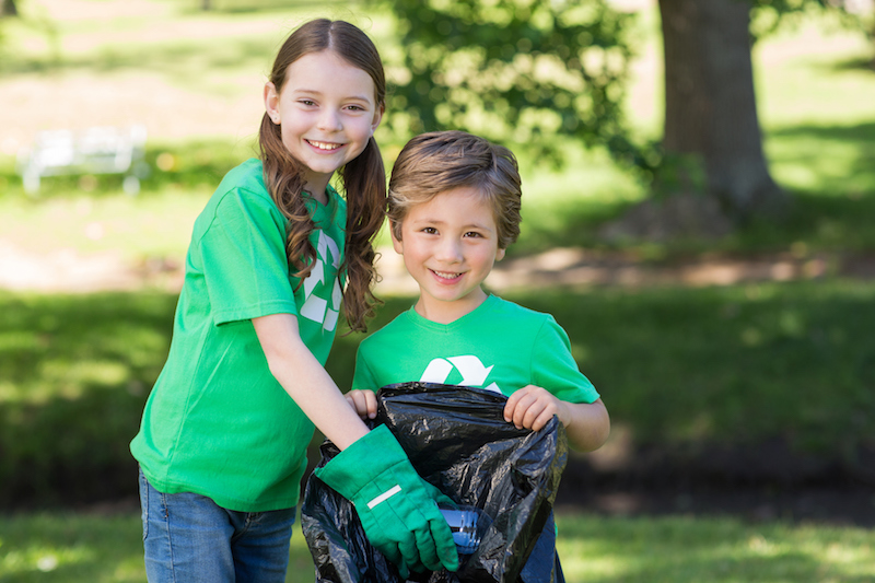 4 Reasons Kids Should Start Volunteering Young