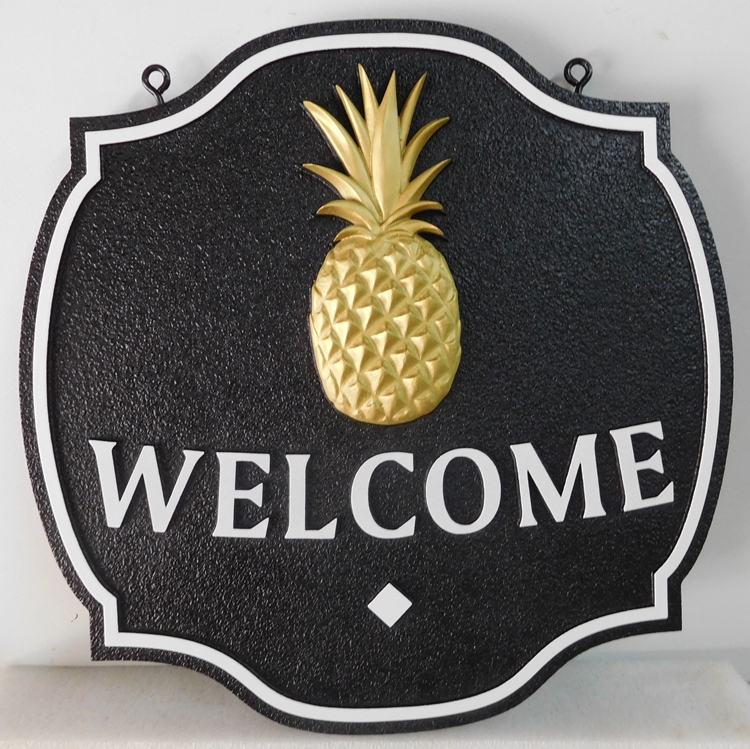 I18456 - Welcome Residence Sign, with Carved 3-D, 24K gold-leaf gilded Pineapple