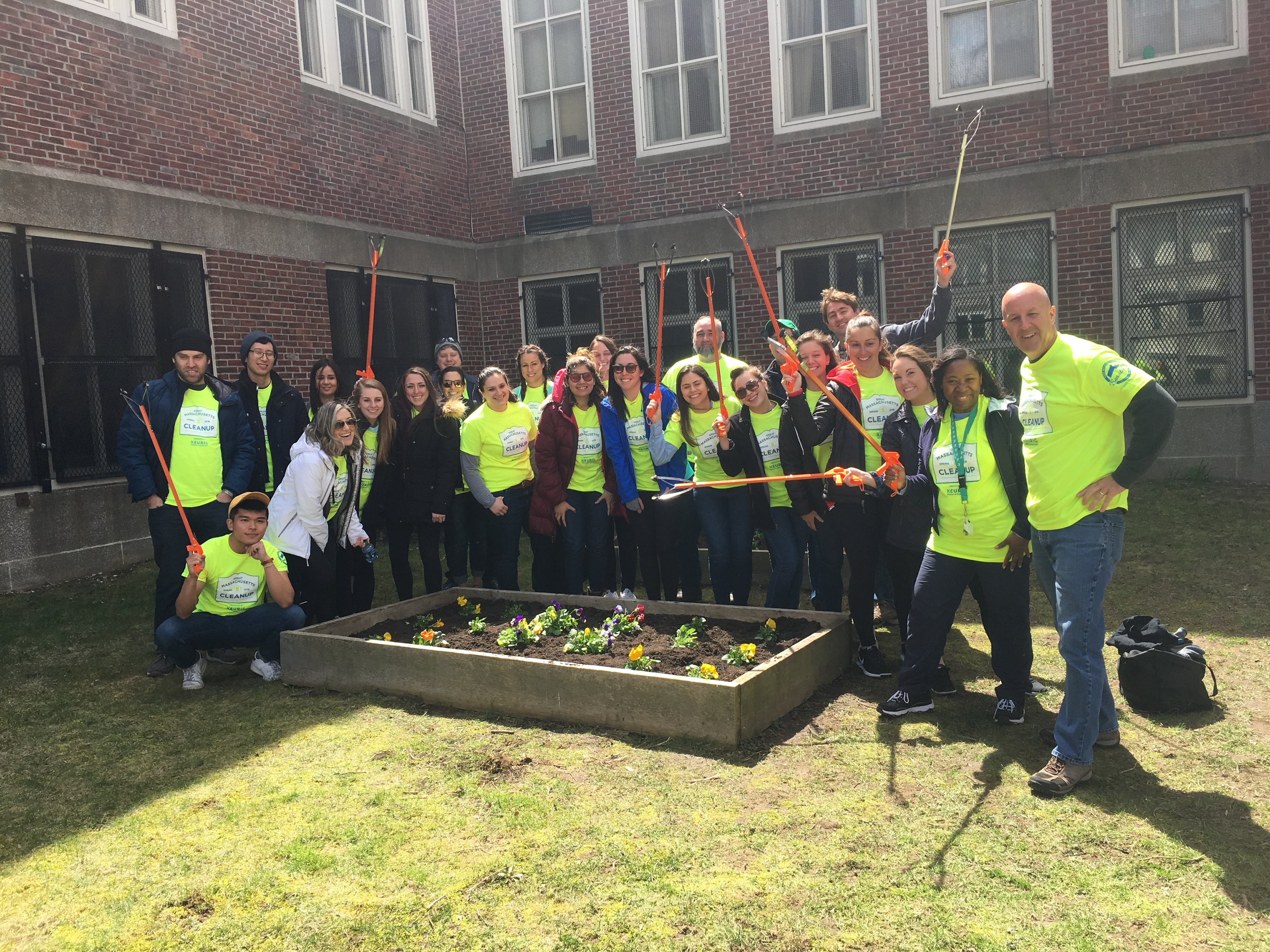 Trip Advisor Volunteers Spruce Up Dorchester School