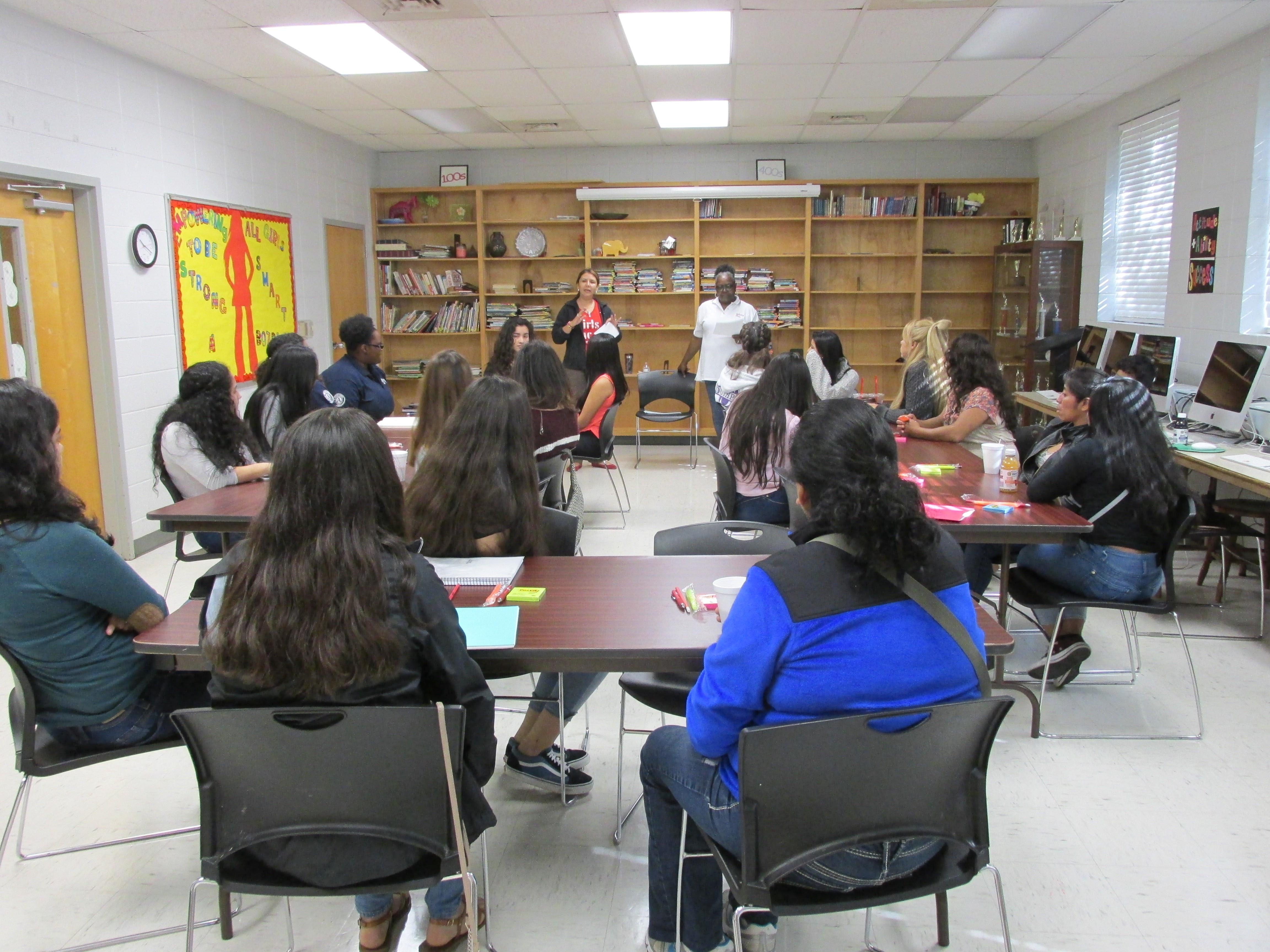Jovenes Latinas Lideran 2017