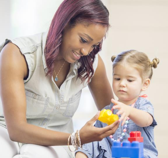 Young Children Learning Through Positive Risks / Los Niños Pequeños Aprendiendo a Través del Riesgo Positivo