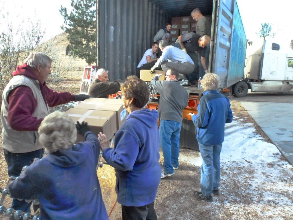 Castle Rock volunteers loading shipment