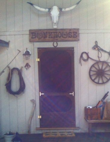 O24319 - Antique-Look Wood Sign for Bunkhouse with Horseshoe Letters