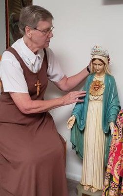 Honoring Mary in Pomona, California