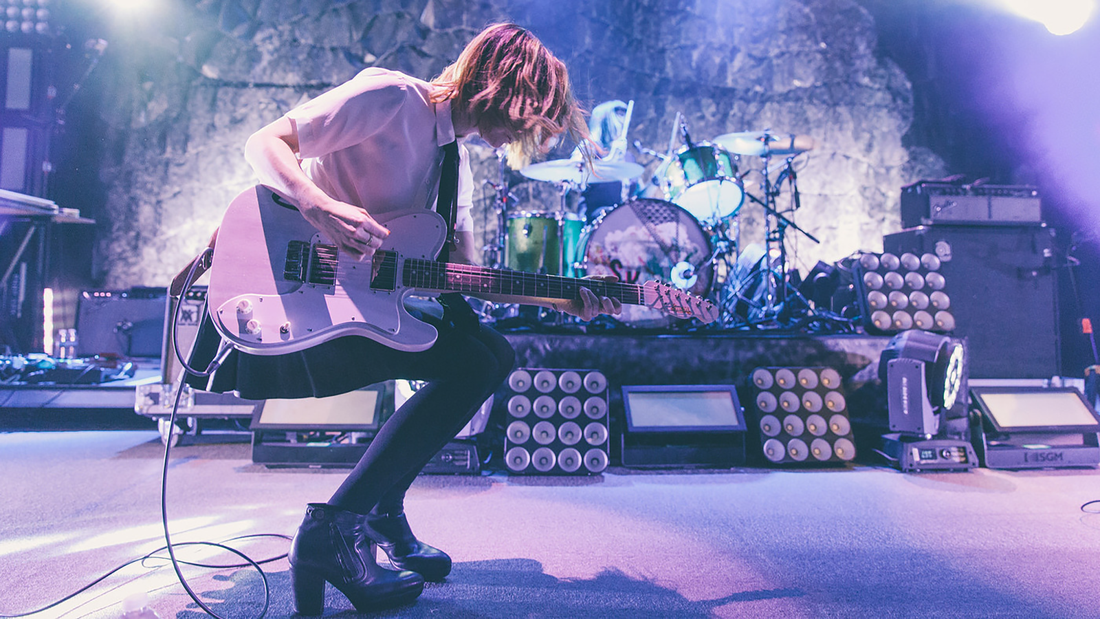 Carrie playing with Sleater-Kinney. (photo: Brigitte Sire)