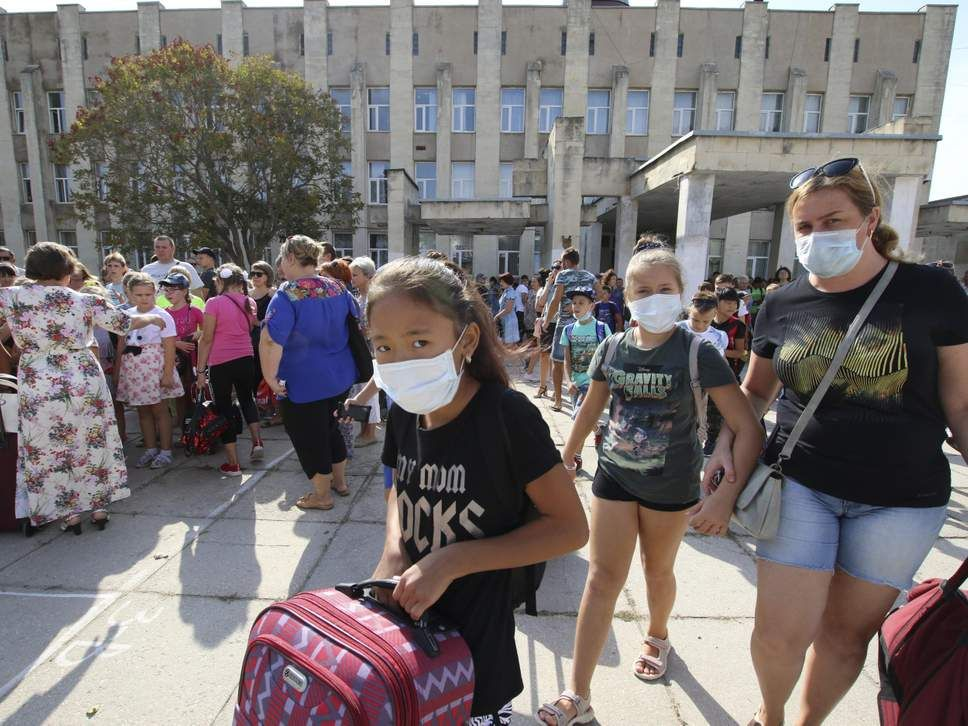 Thousands of children evacuated following pollution crisis on Ukraine-Crimea border