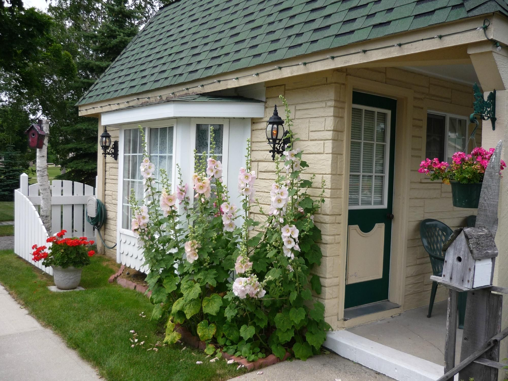 LIVE AUCTION-2 Night Stay at the Quaint Lamplighter Motel