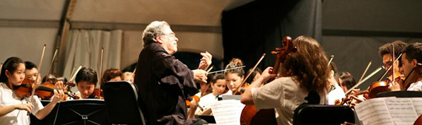 Calling all string students! Register now to rehearse with Itzhak Perlman