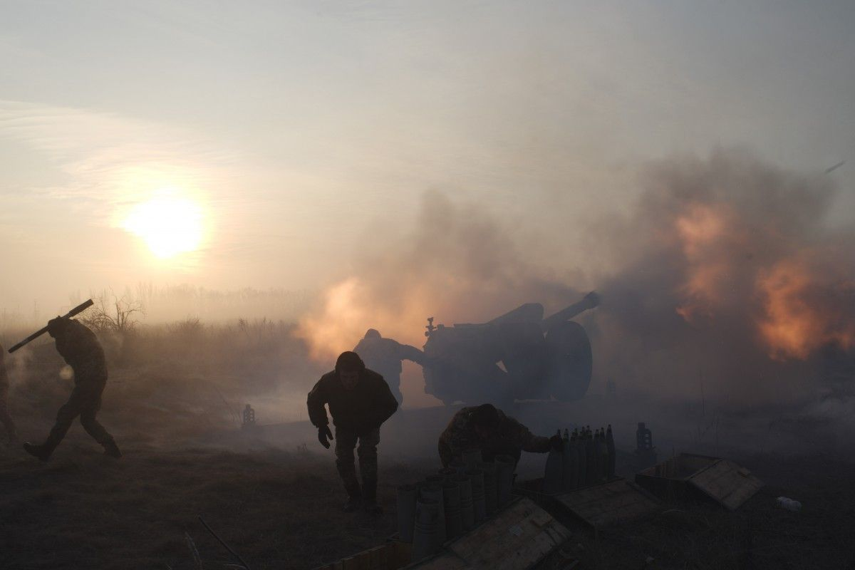 Russia's occupation forces launch six attacks on Ukraine army in past day, use banned arms