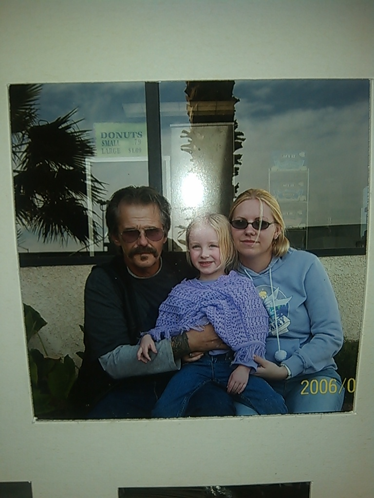 Bruce with his daughter and granddaughter in 2006.