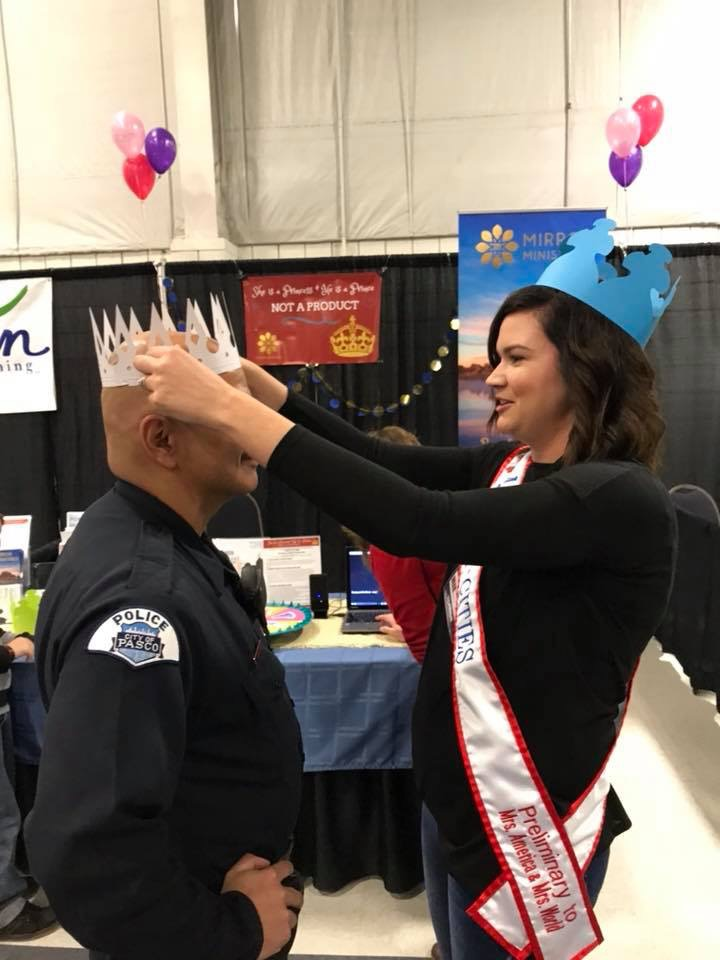 Crowning a Pasco PD Officer with Not a Product at the Tr-CIties Fmaily Expo