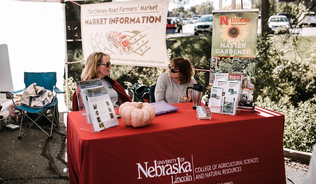 Master Gardeners Sunday Farmers Market At College View - Unl training table